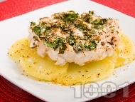Сочно мариновано лимонено пилешко филе с картофи, чесън, риган и пресен зелен лук печено на фурна
